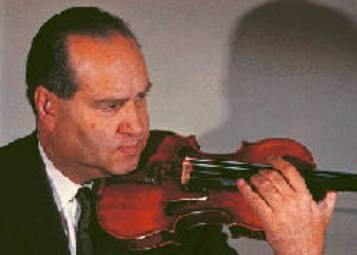 Давид Фишелевич Ойстрах - скрипач, альтист, дирижёр и педагог. Народный артист СССР
