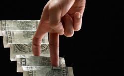 Доллар превысил уровень в 35 рублей впервые с начала июня