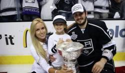 Жена хоккеиста Войнова не будет выдвигать против него обвинений