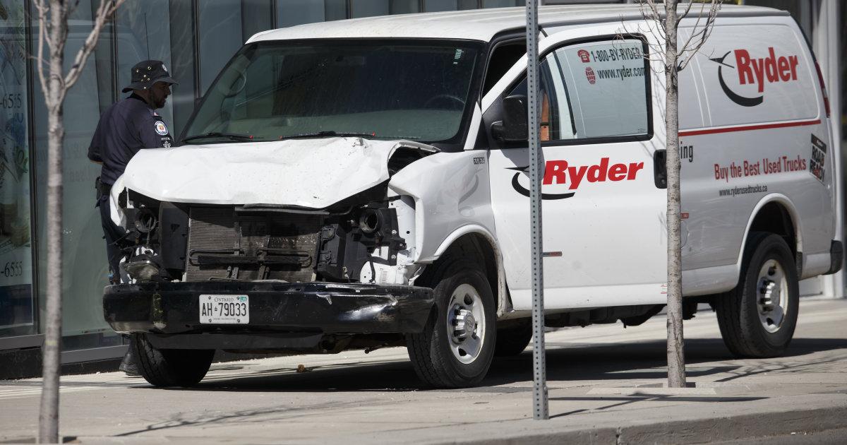 Фургон наехал на пешеходов в Торонто – 10 человек погибло